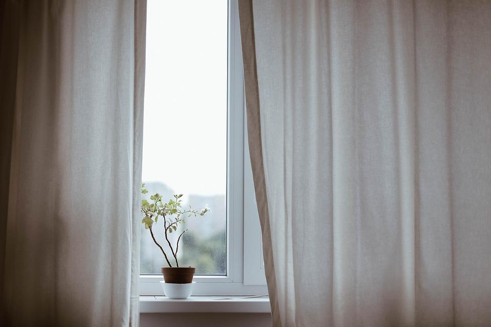 curtains-1854110_960_720.jpg