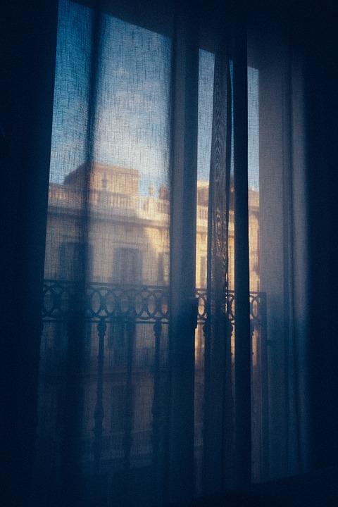drapes-1209999_960_720.jpg