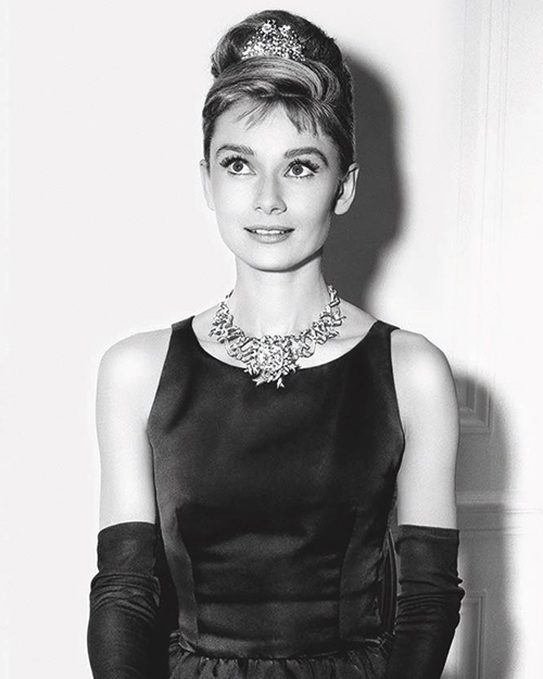 Audrey Hepburn posing in the Schlumberger Ribbon Necklace set with the Tiffany Diamond.