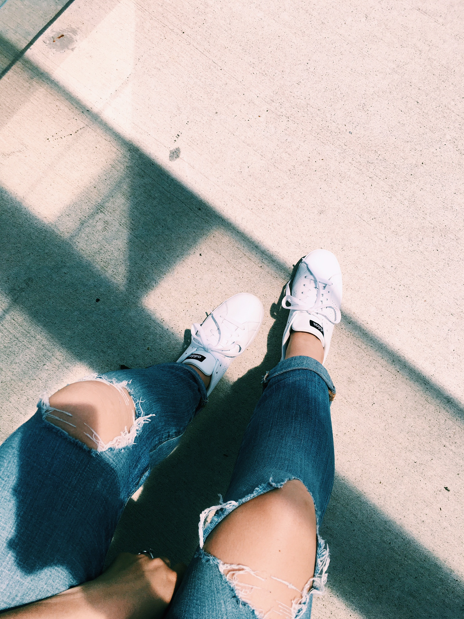 Airport style // wearing  Lucky Brand jeans  and ADIDAS sneakers