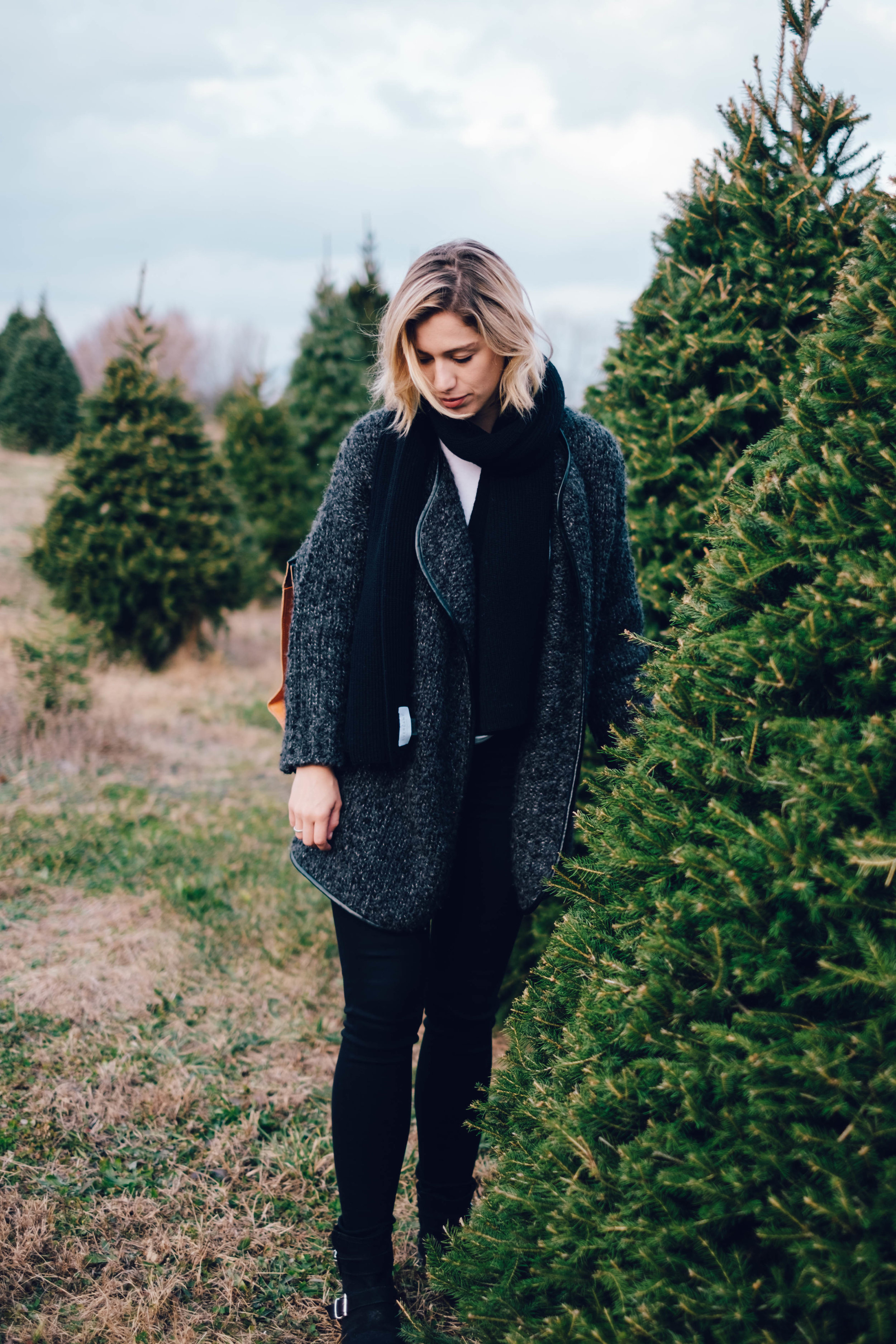 Christmas-Tree-Farm-Outfit-13.jpg