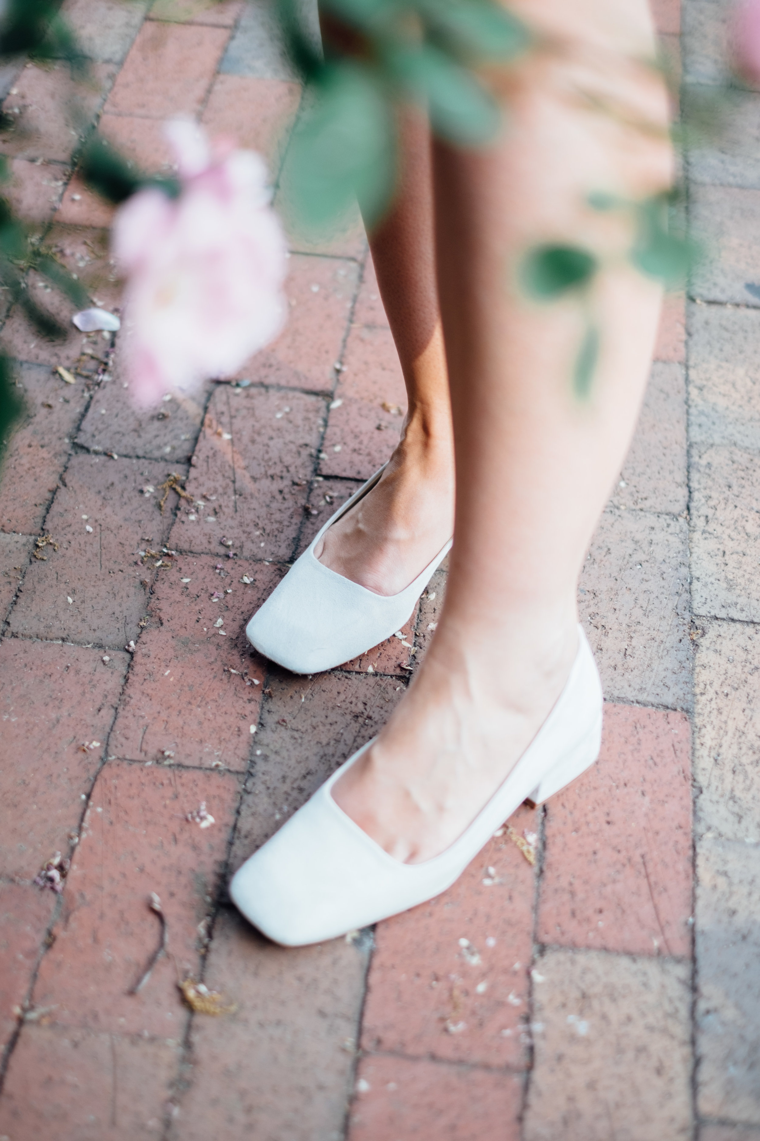 sara-white-heels