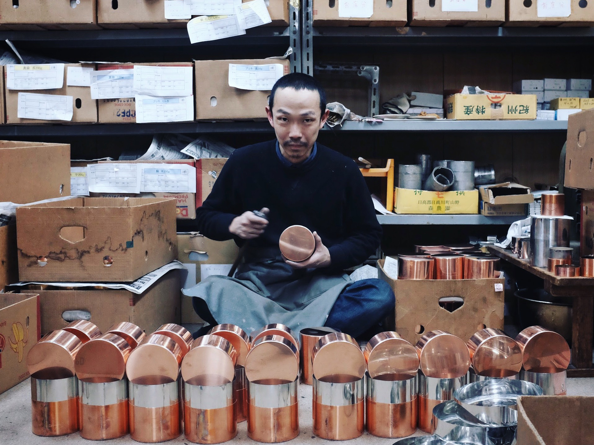 The precision inherent in the hand-made process of the tea caddies is unique to Kaikado.The final fitting is done by hand, ensuring the quality and feel of each tea caddy.