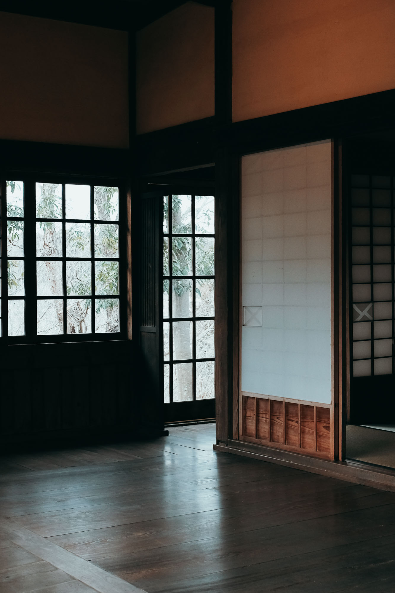 Hamada lived and worked out of traditional Japanese buildings, but admired modern design pieces, he was particularly fond of  Charles and Ray Eames .