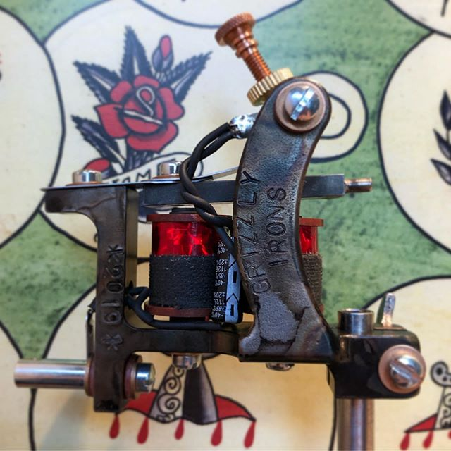Strong pull at low voltage liner up for grabs. . . . #realtattoomachines #handmadetattoomachine #tattoomachine #traditionaltattoos #traditionaltattoo