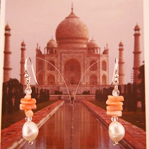 The mysterious Taj in the soft morning light embodies in this ear jewelry with pearls.