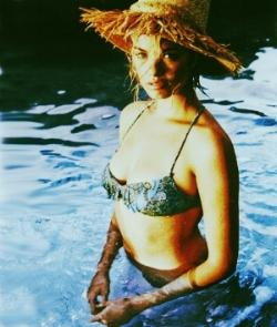 Daria w Lola hat bikini1.jpg