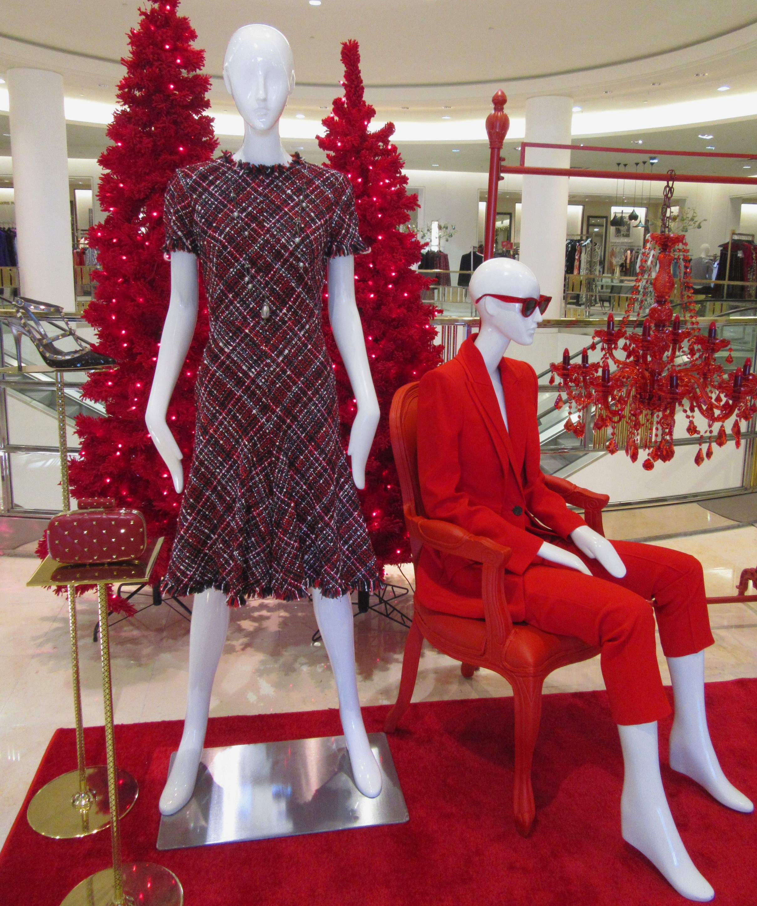 Tweed Glitter Red velvet and sequins at SFA El Paseo