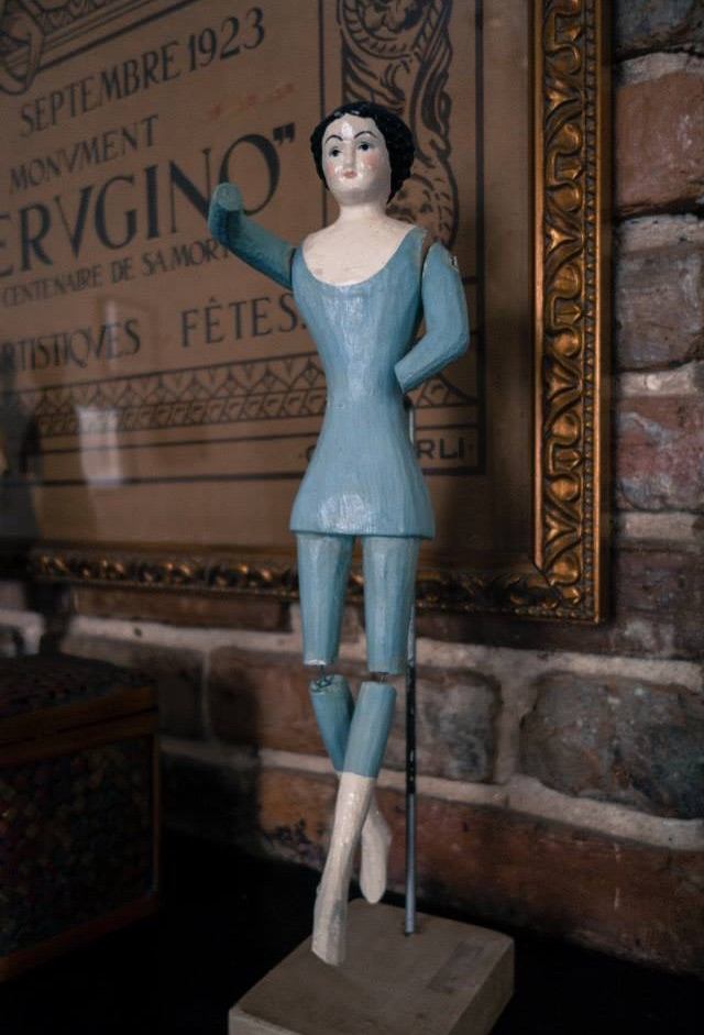 Creepy Wooden Figurine Photp: Andrew Nguyen