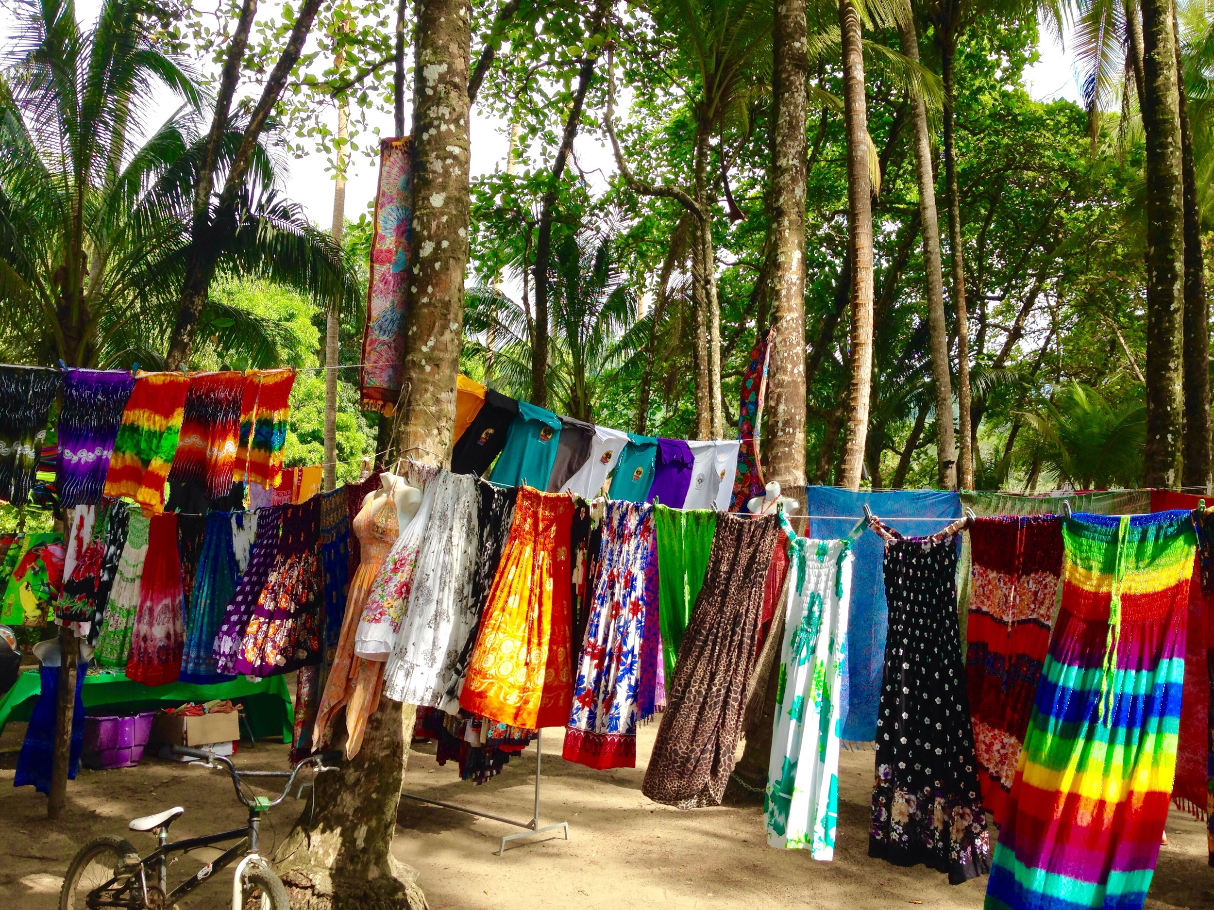 Dominical often features a large outdoor market selling vibrant dresses, sarongs, and artisan works.