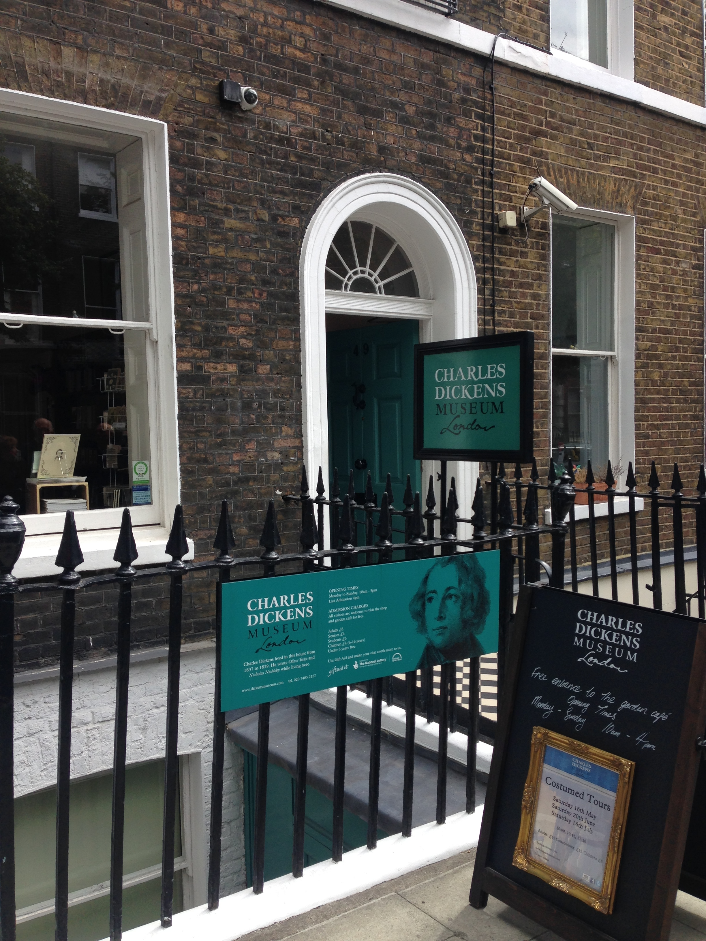 charles-dickens-tour-london