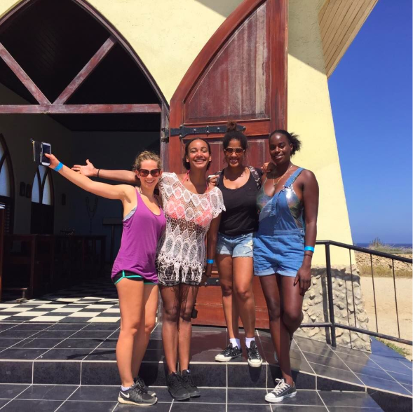 Friends traveling in Aruba