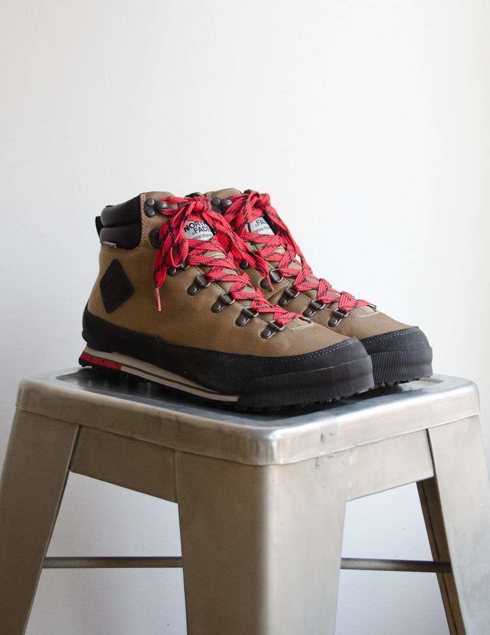 The North Face – Back to Berkeley in Utility Brown/TNF Black