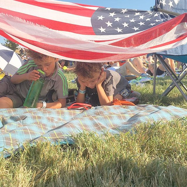 Aias and l enjoying #kaceymusgraves while our kids enjoy a book about #minecraft and a little shade from our American flag scarf. #booksandblanketforts #franklin #tn #makethepilgrimage
