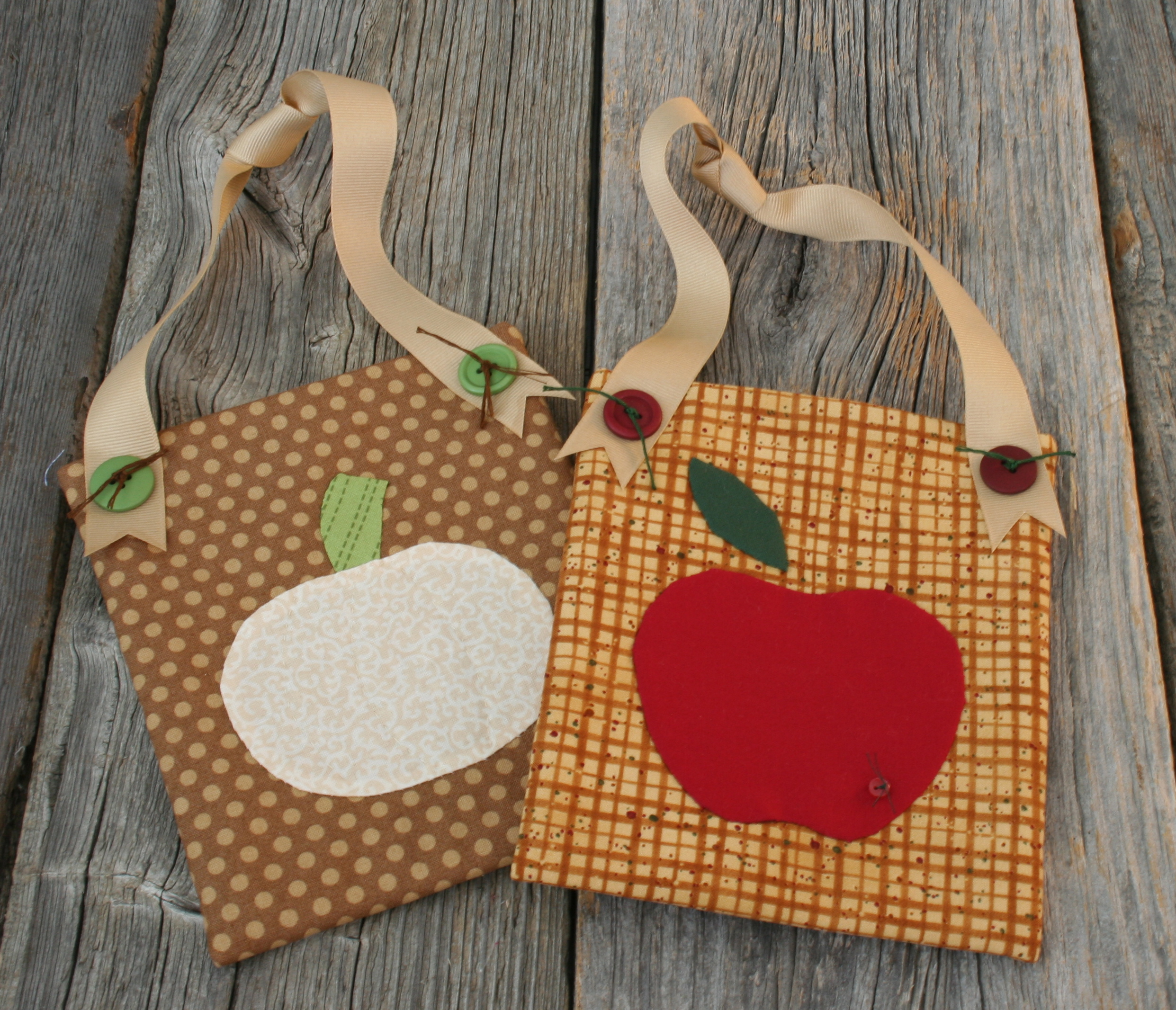 Deco Pockets - fall pumpkin and apple