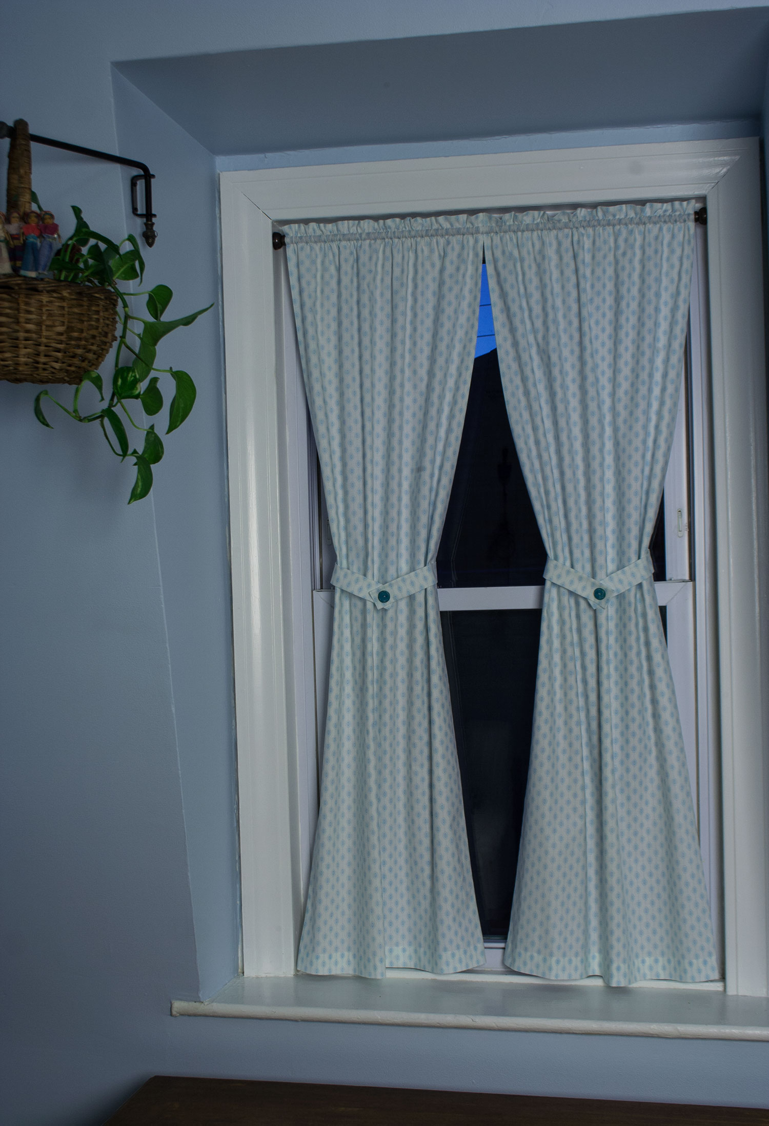 Cafe Curtains with Tiebacks