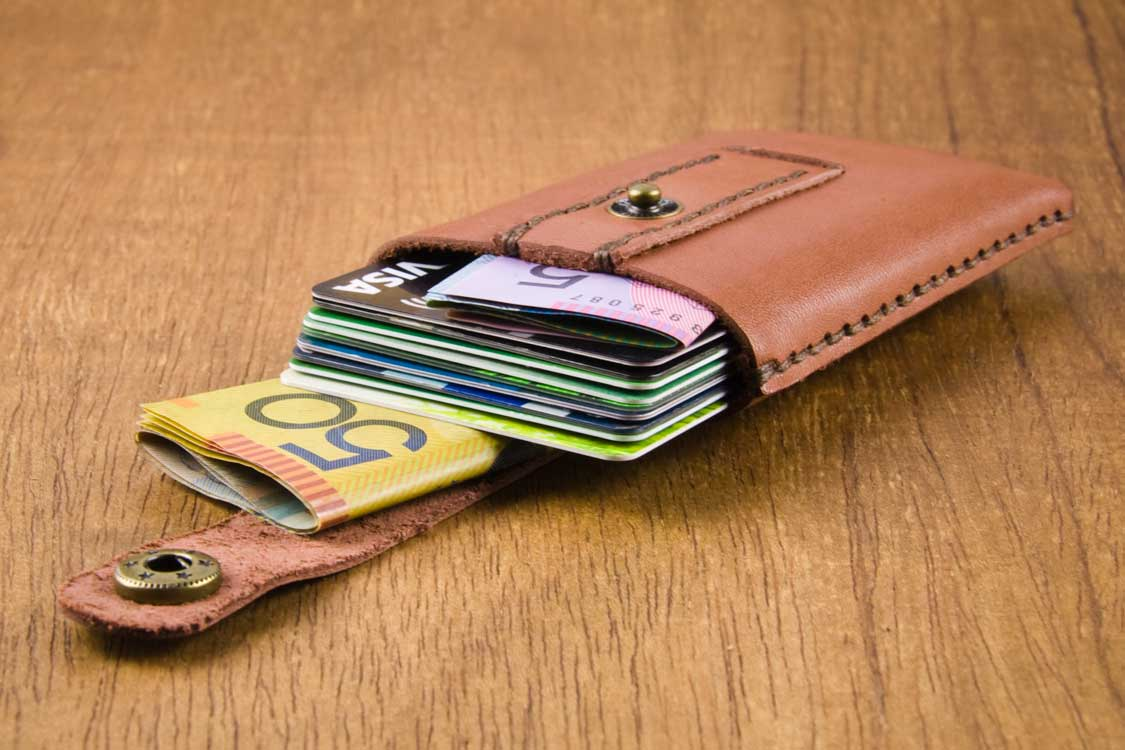 Minimalist wallet; leather card holder; Card:Trick.