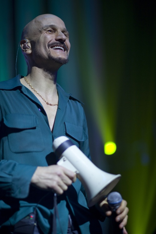 A sold out Brixton, every crowd member belting out every single word. Roaring, you could say. Tim Booth looked out on the room like he loved them to a man. Shooting them Before and After, James had the most glorious happy vibe and deservedly so.
