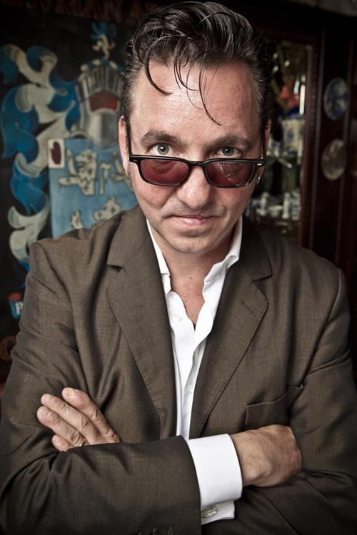 Lots of shoots this day but a lunchtime pie, pint and portrait at the Newman Arms was never going to be my worst day ever. Richard Hawley, what an artist. The whole deal here .