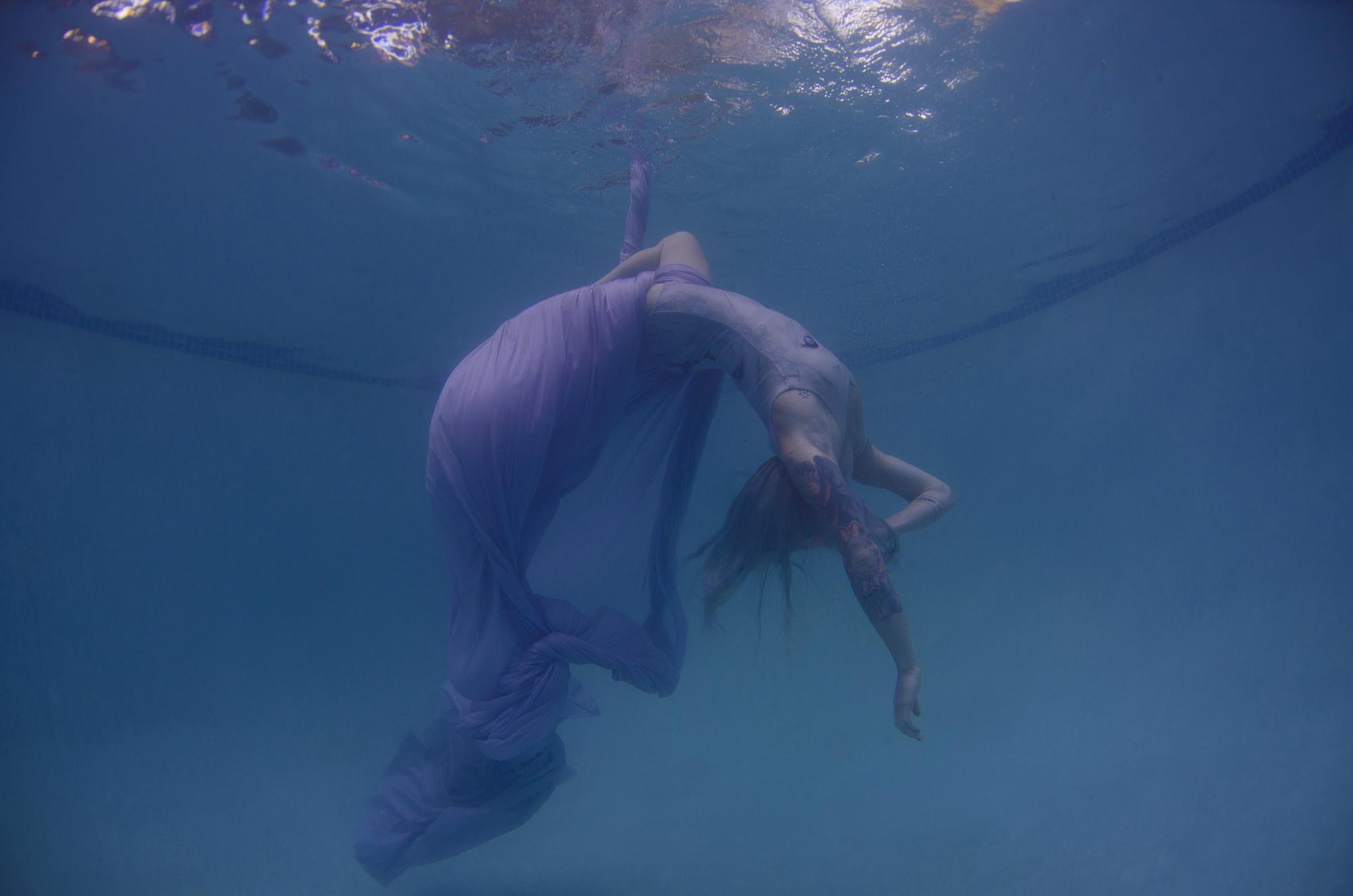 Dana underwater silks13661.JPG