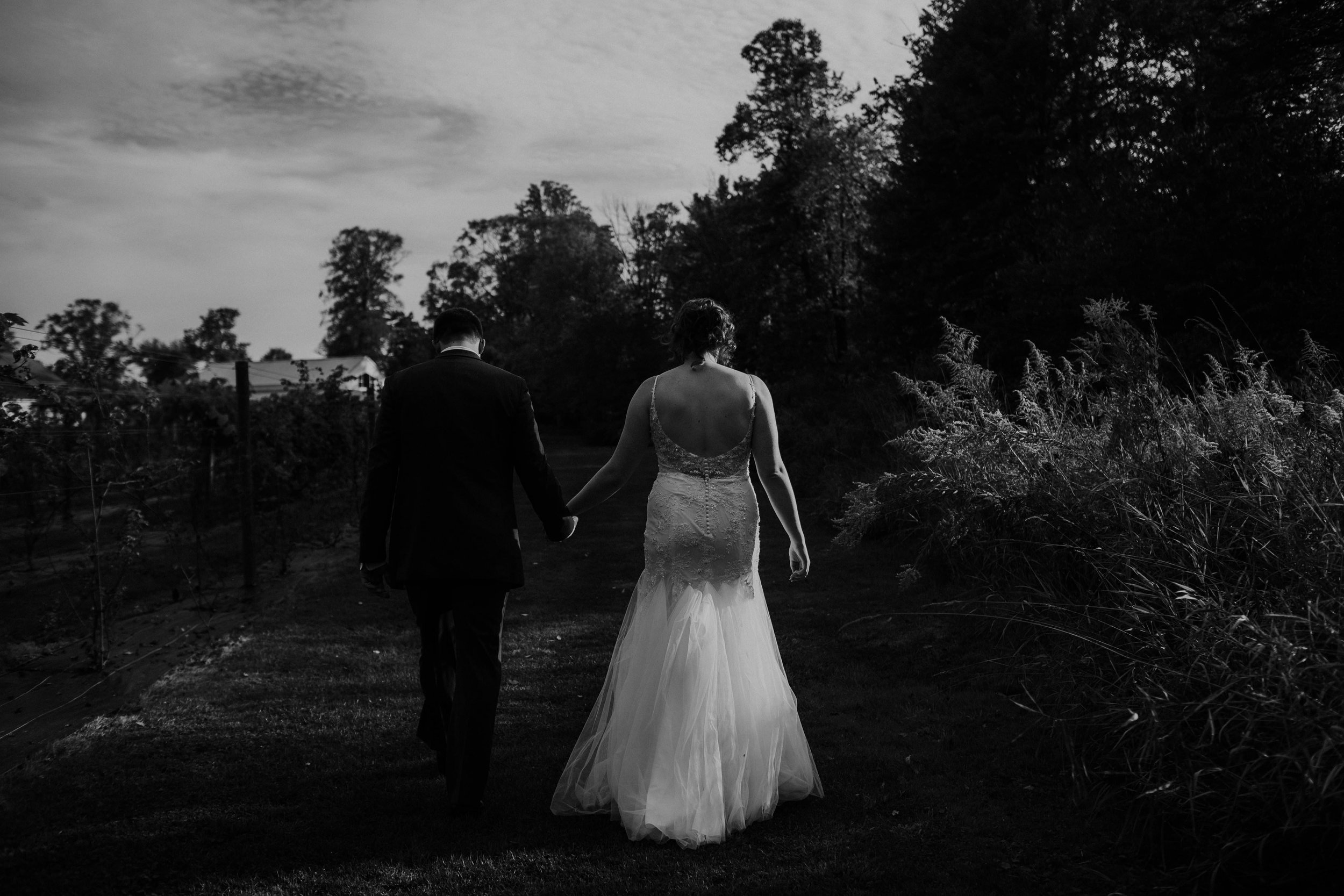 Waters edge louisville ohio romantic wedding grace e jones photography137.jpg