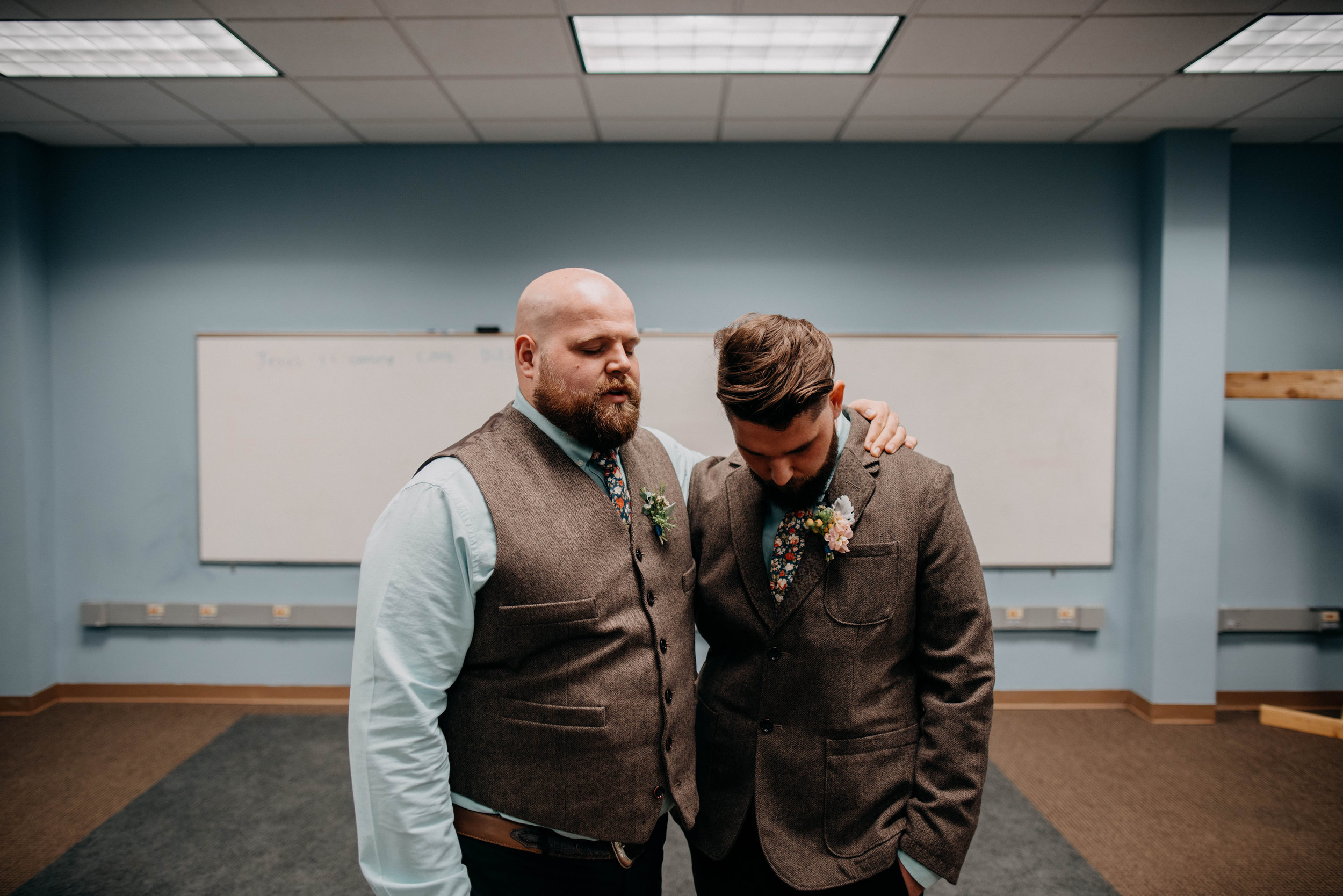 Columbus, Ohio Wedding Photographer Everal Barn At Heritage Park Wedding Venue Grace E Jones Photography1.jpg