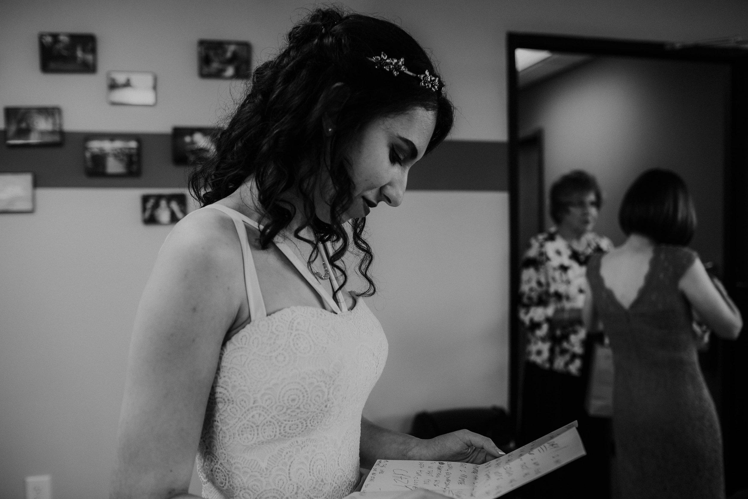 Columbus, Ohio Wedding Photographer Everal Barn At Heritage Park Wedding Venue Grace E Jones Photography9.jpg