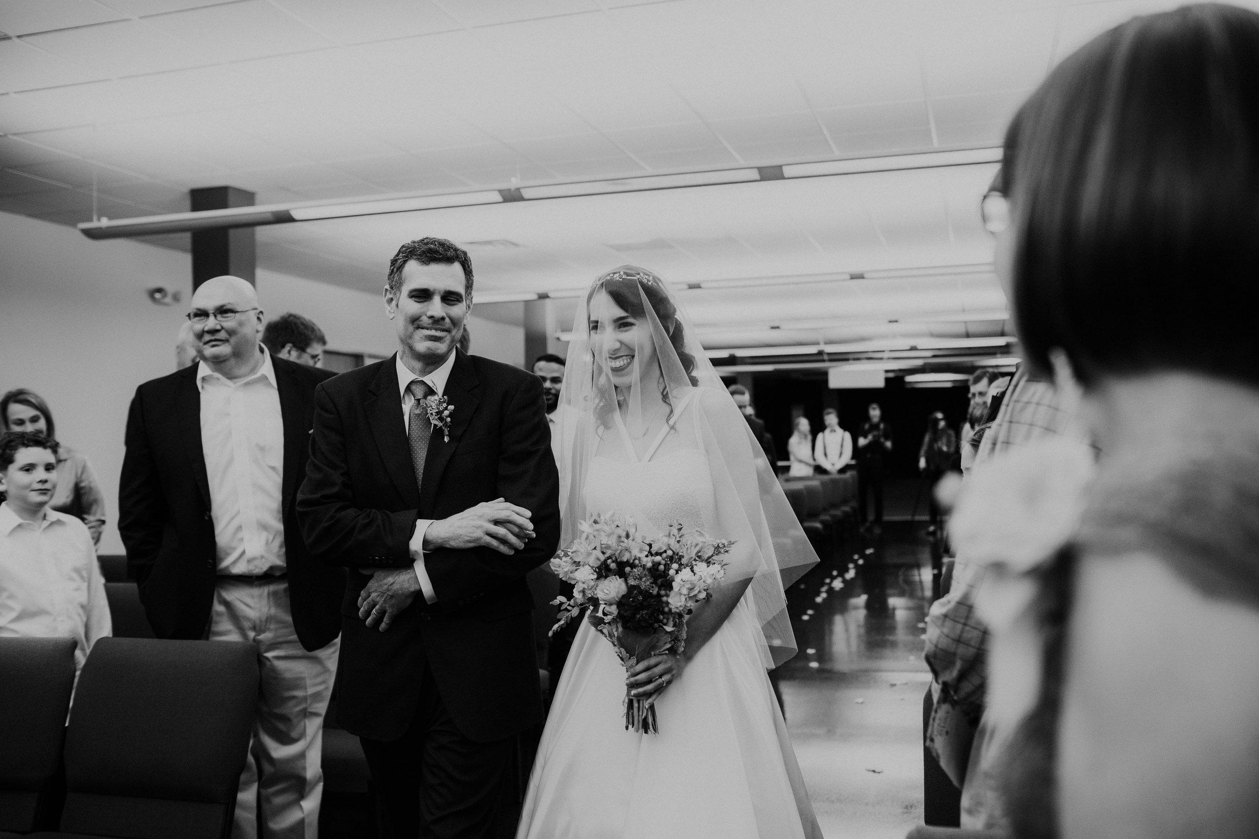Columbus, Ohio Wedding Photographer Everal Barn At Heritage Park Wedding Venue Grace E Jones Photography14.jpg