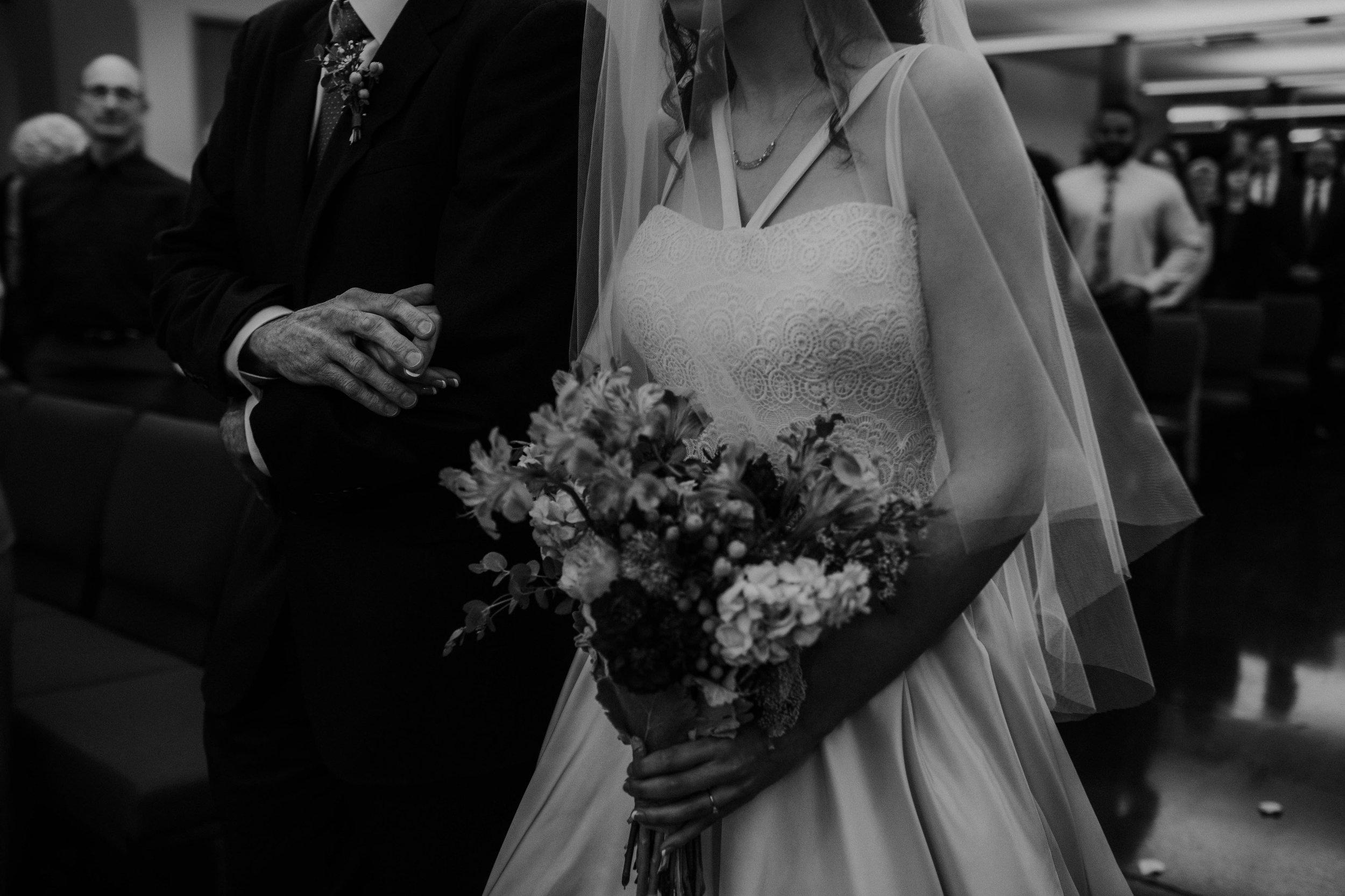 Columbus, Ohio Wedding Photographer Everal Barn At Heritage Park Wedding Venue Grace E Jones Photography15.jpg