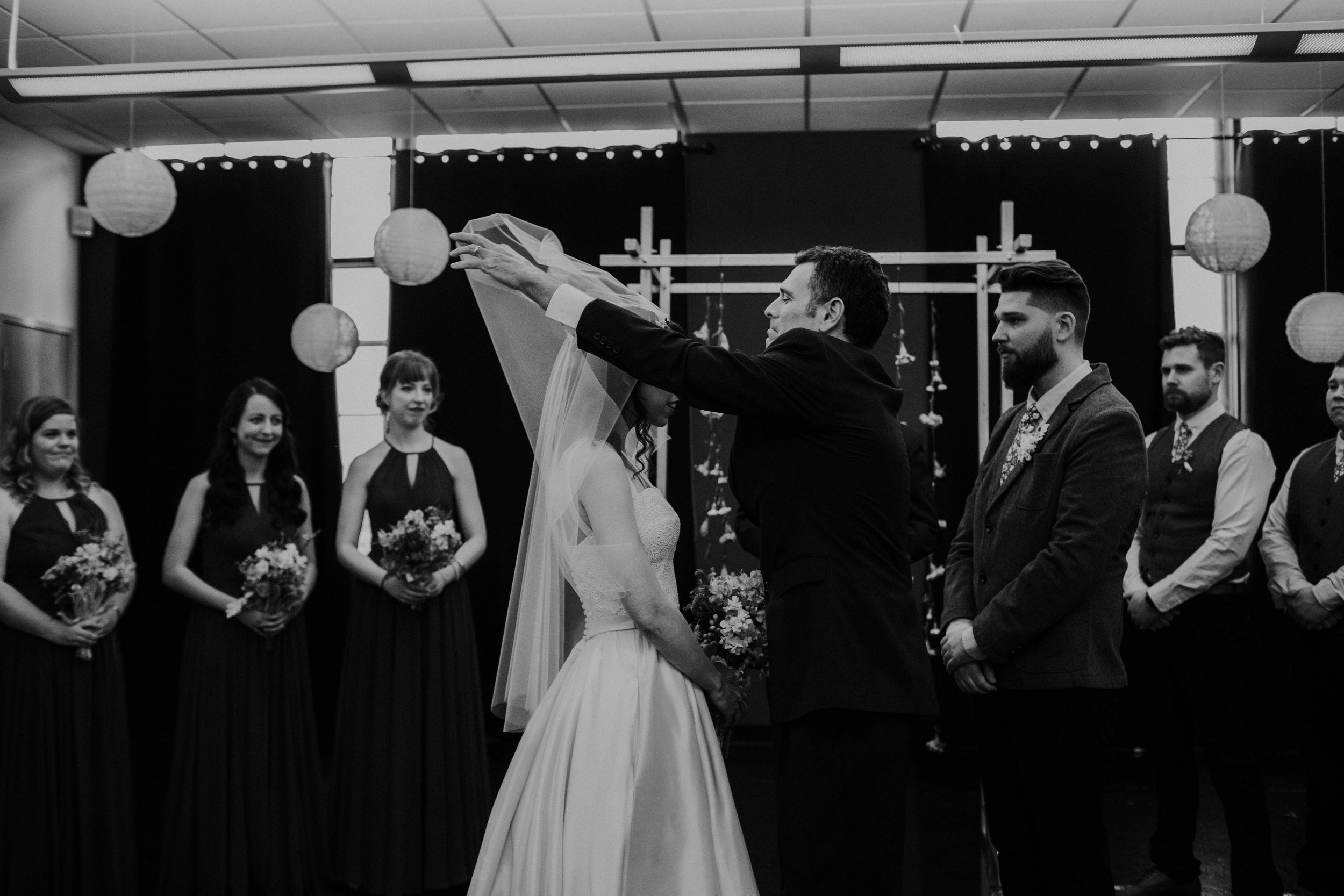 Columbus, Ohio Wedding Photographer Everal Barn At Heritage Park Wedding Venue Grace E Jones Photography48.jpg
