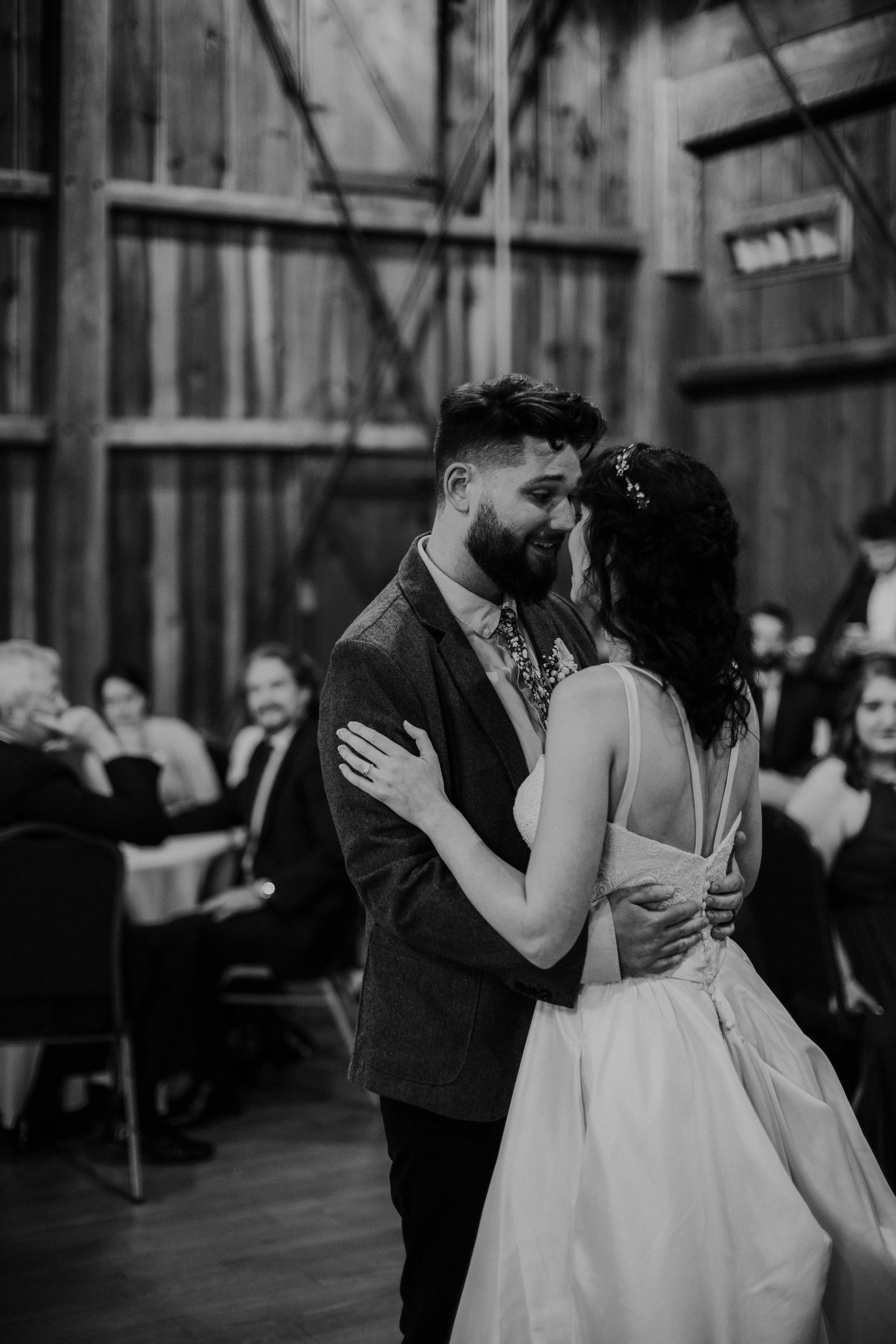 Columbus, Ohio Wedding Photographer Everal Barn At Heritage Park Wedding Venue Grace E Jones Photography209.jpg