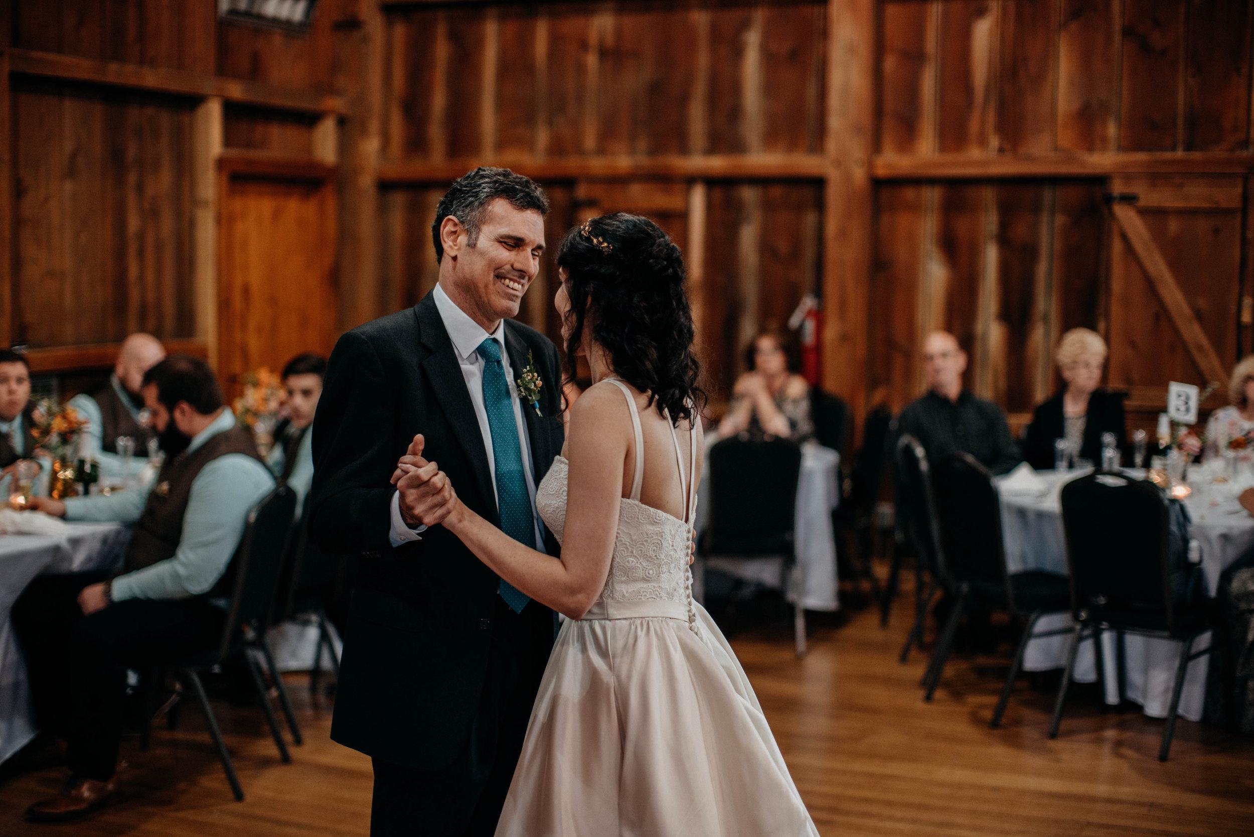 Columbus, Ohio Wedding Photographer Everal Barn At Heritage Park Wedding Venue Grace E Jones Photography212.jpg