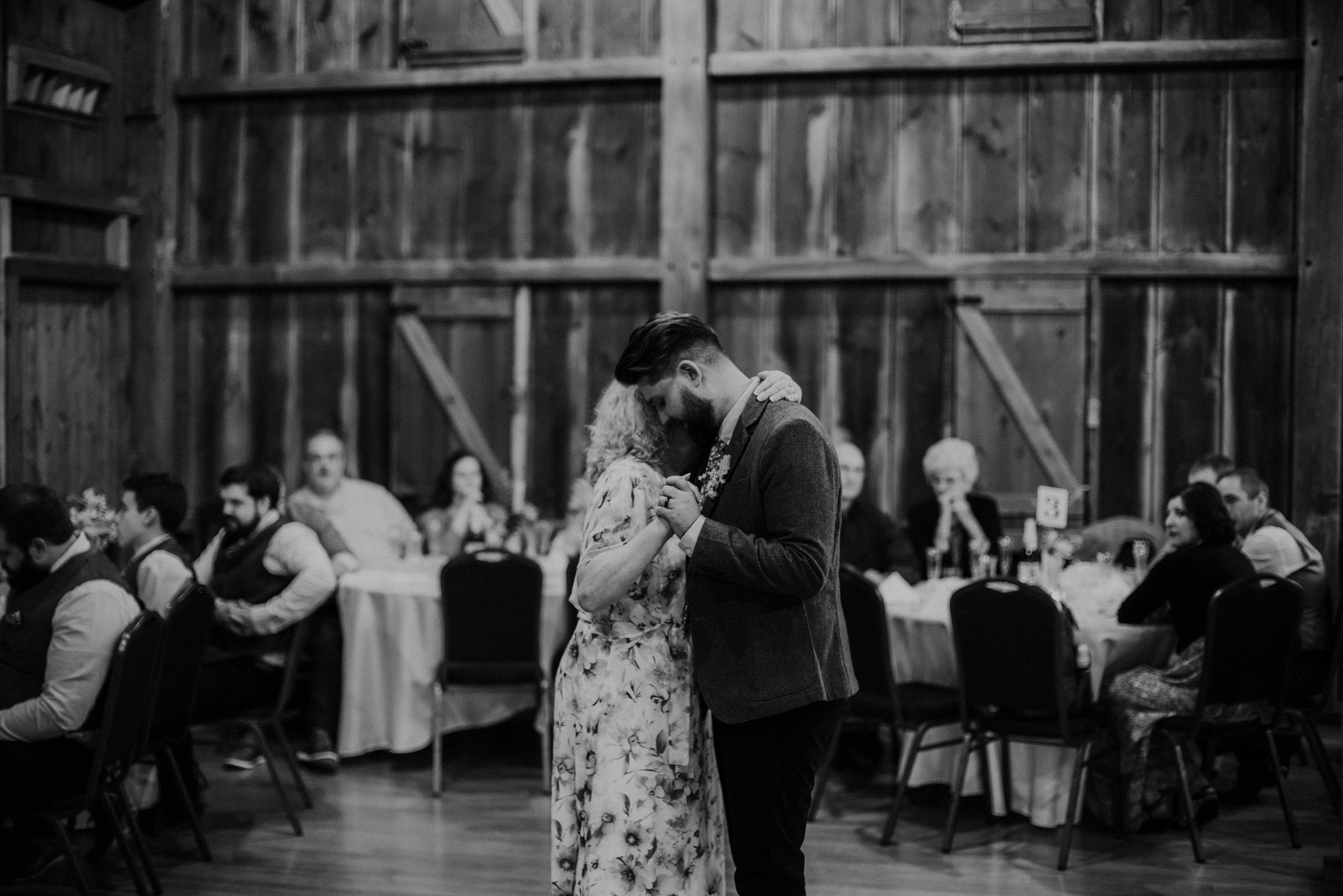 Columbus, Ohio Wedding Photographer Everal Barn At Heritage Park Wedding Venue Grace E Jones Photography213.jpg