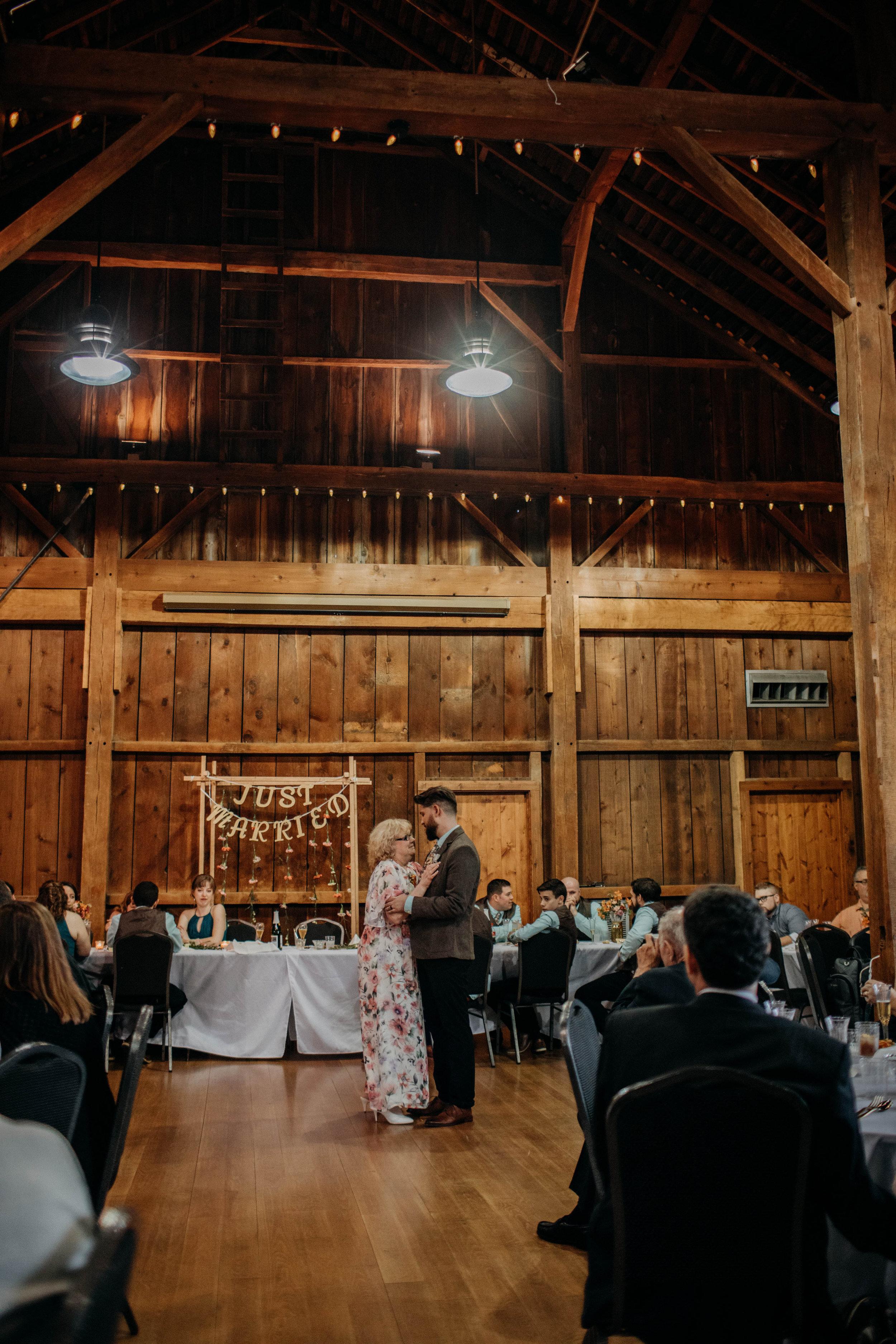 Columbus, Ohio Wedding Photographer Everal Barn At Heritage Park Wedding Venue Grace E Jones Photography266.jpg