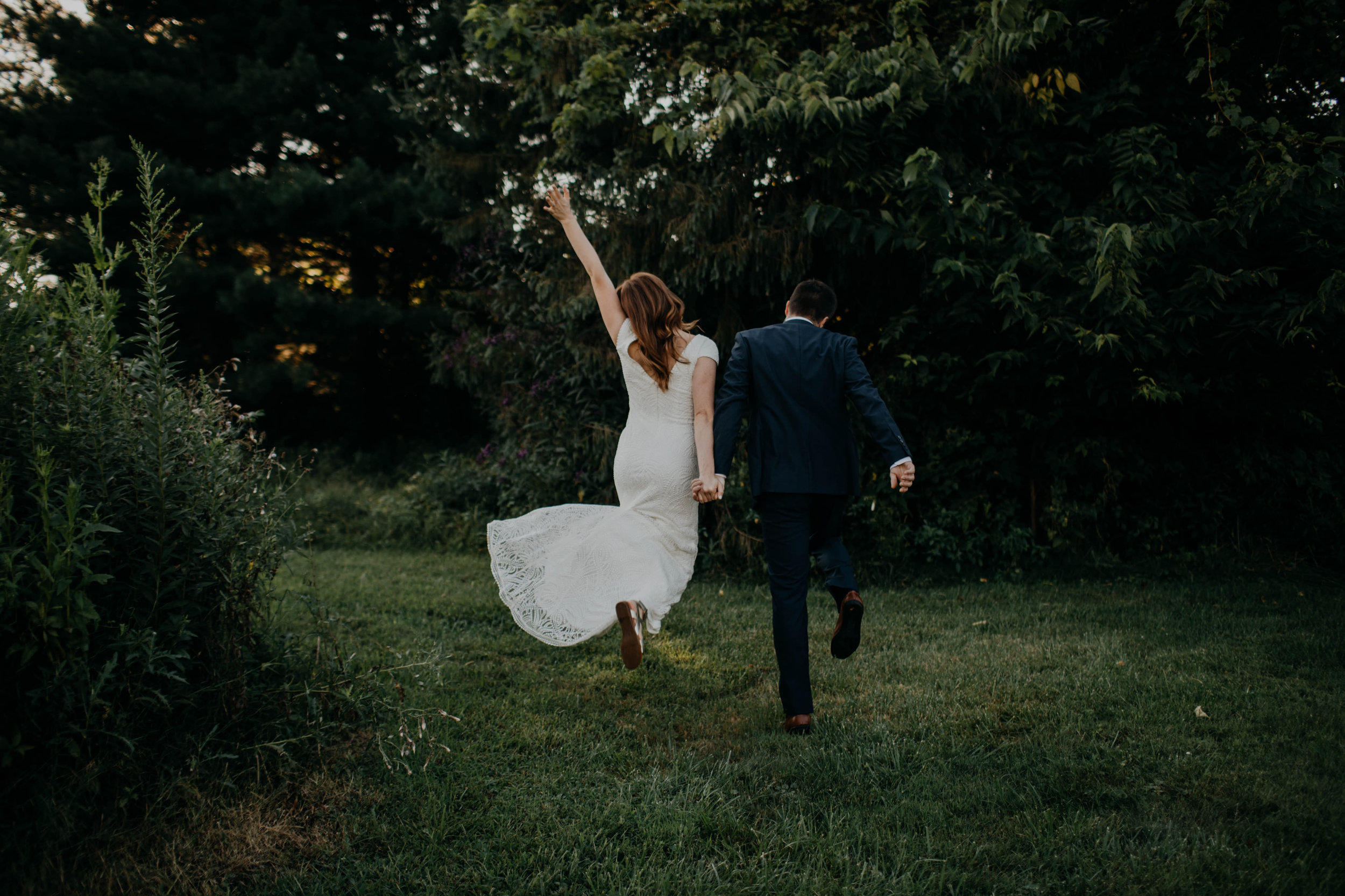 untraditional intimate bed and breakfast wedding orchard house bed and breakfast wedding granville ohio119.jpg