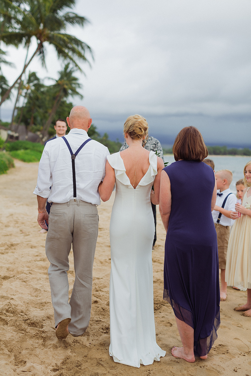 chris_J_evans_maui_beach_wedding_00016.jpg