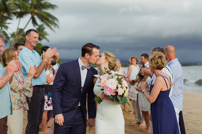 chris_J_evans_maui_beach_wedding_00024.jpg