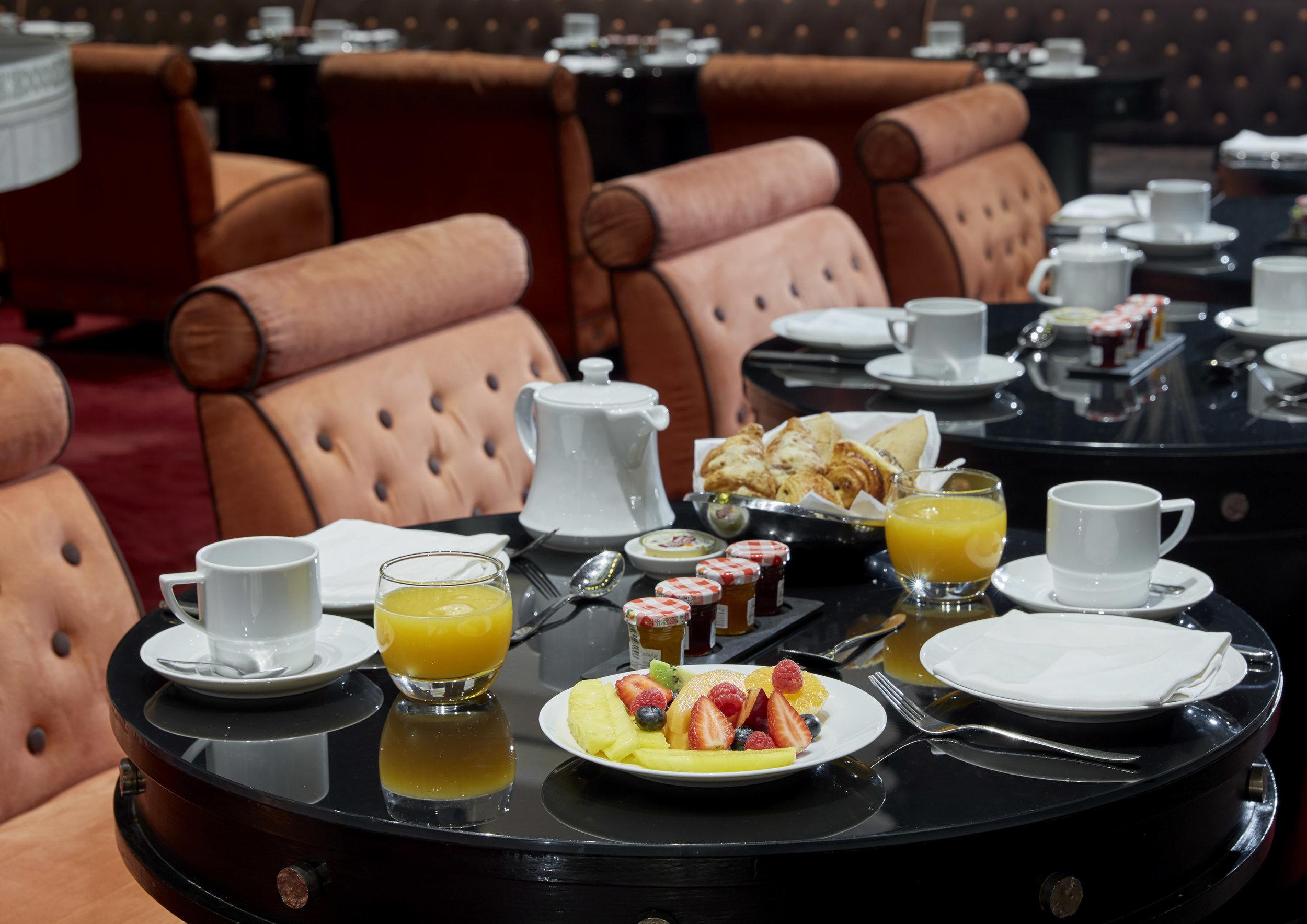 Bissat_Breakfast_Table_Setup.jpg