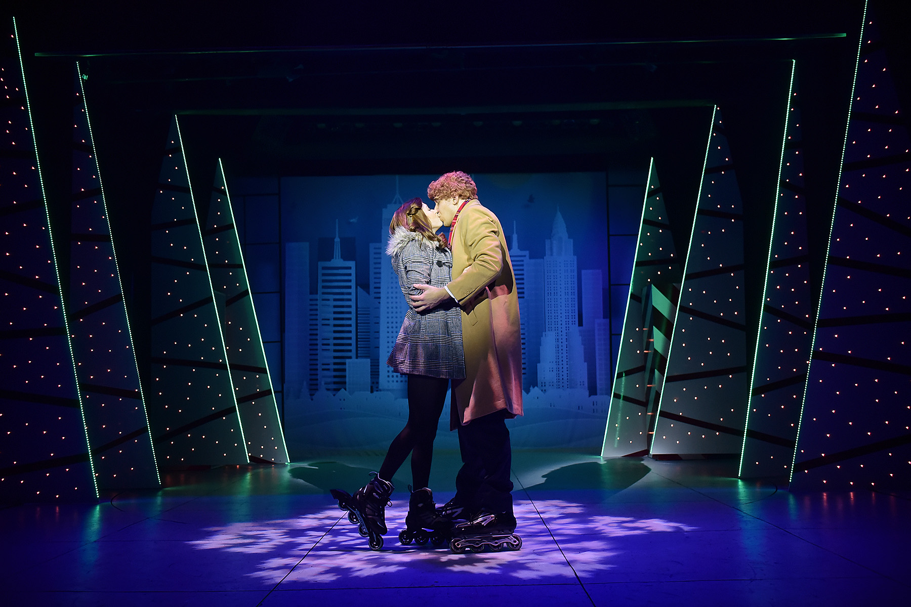 Buddy and Jovie kiss.jpg
