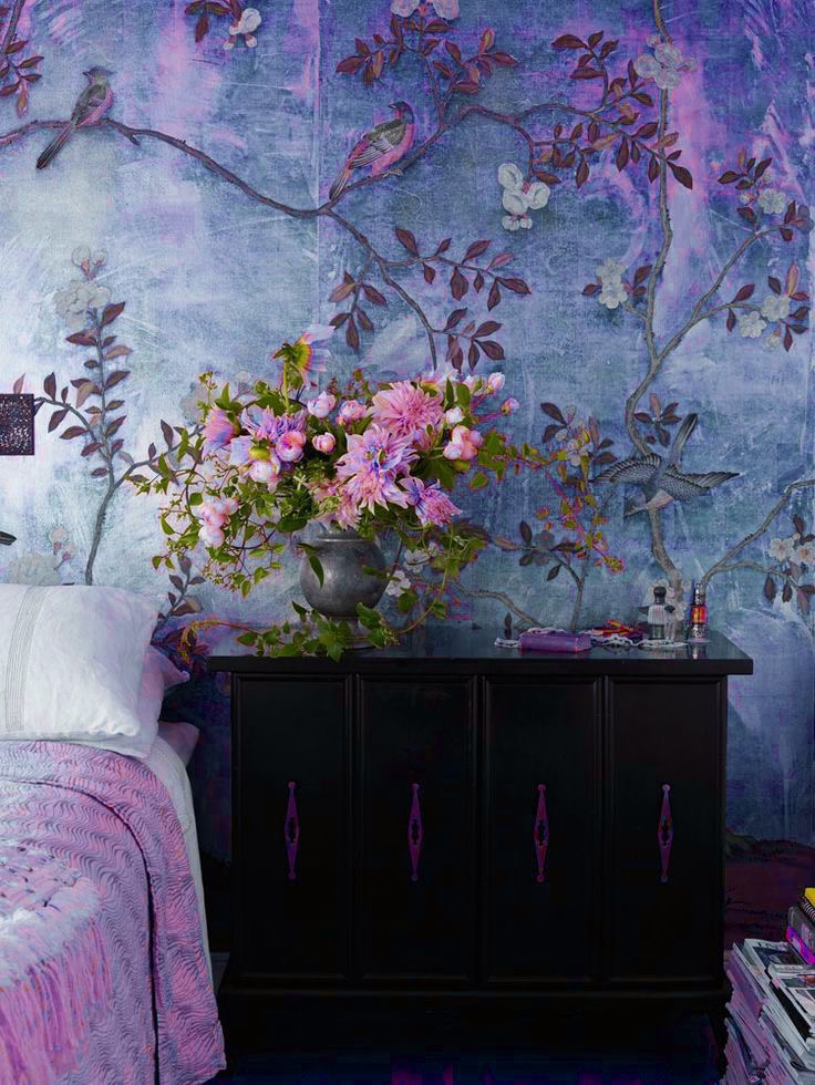 Arrangement by Nicolette Owen/De Gournay Wallpaper