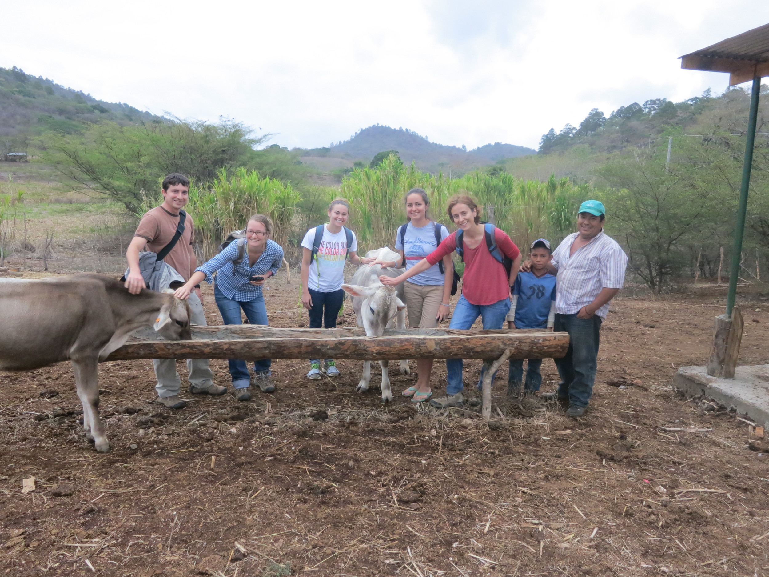 UC Davis veterinary students introduce medical students to the various groups they have been partnering with in Sabana Grande, Nicaragua | Photo by Laura Budd