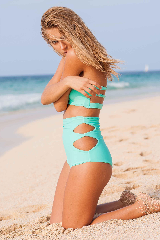 bryce-johnson-issademar-glee-actor-model-bikini-hawaii-13.jpg