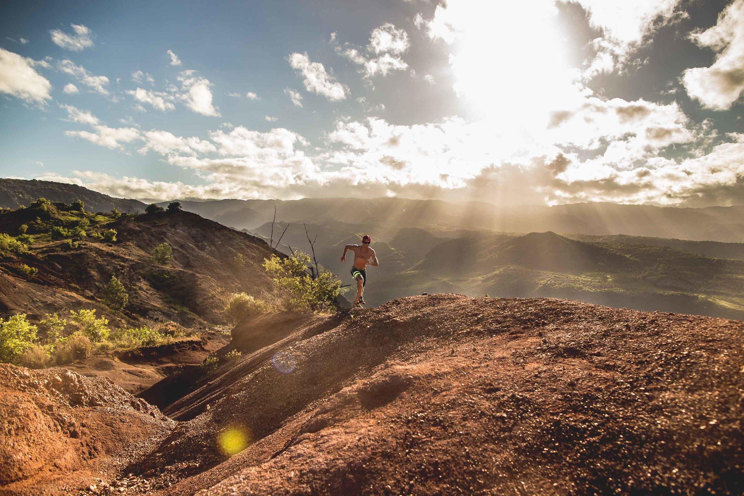 bryce-johnson-Moving Man-running-trails-hawaii-glee-actor-jake pembrook-3.jpg