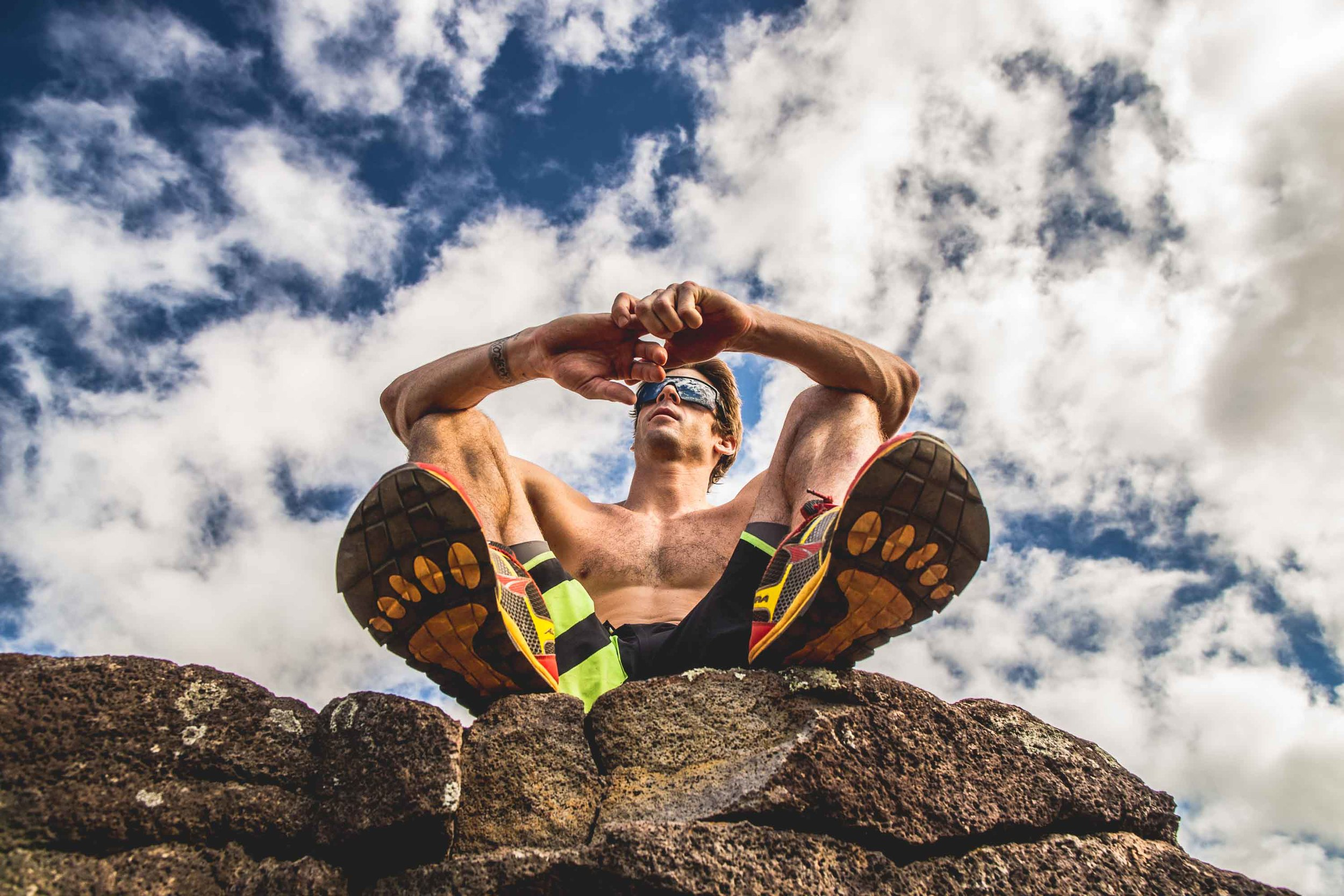 bryce-johnson-Moving Man-running-trails-hawaii-glee-actor-jake pembrook-4.jpg