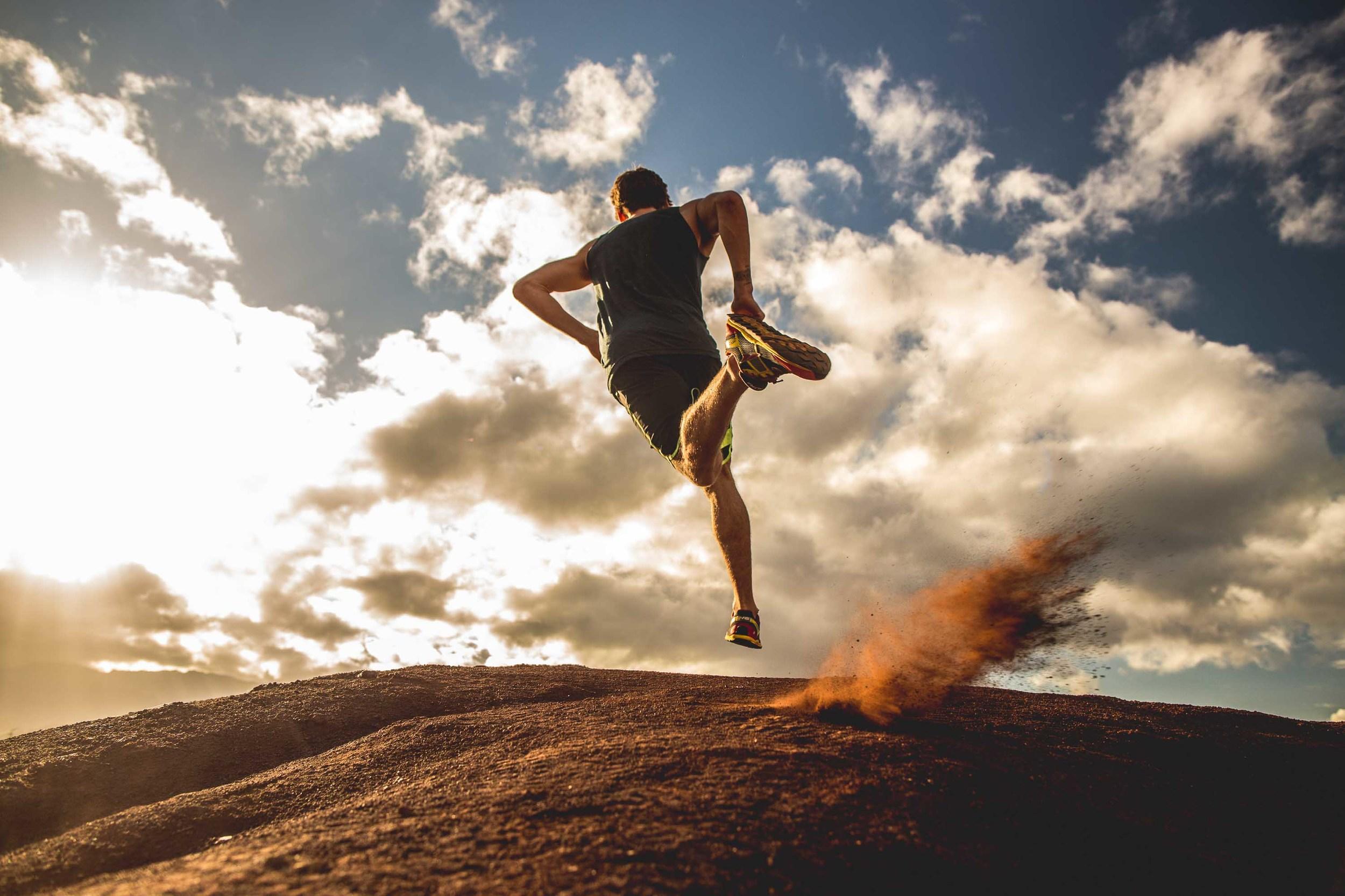 bryce-johnson-Moving Man-running-trails-hawaii-glee-actor-jake pembrook-2.jpg