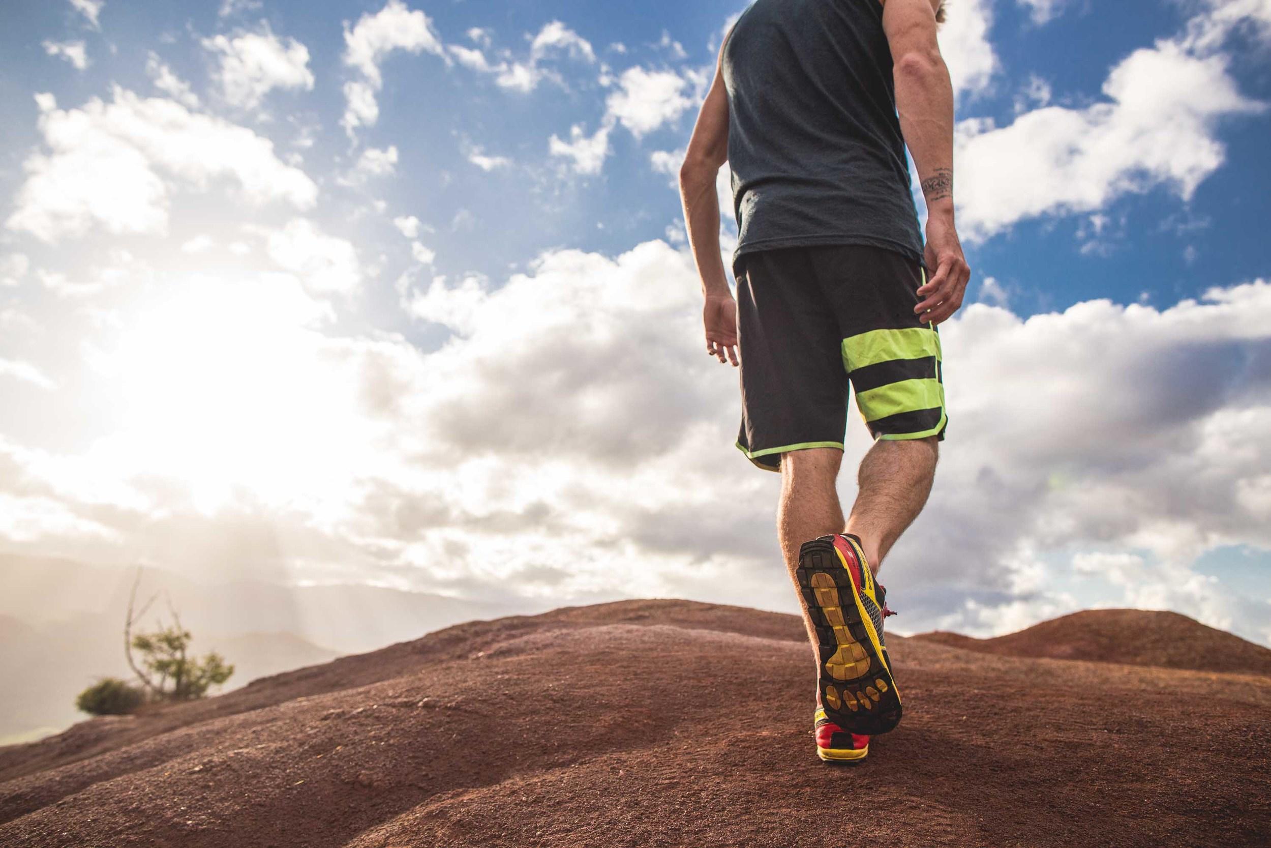 bryce-johnson-Moving Man-running-trails-hawaii-glee-actor-jake pembrook.jpg