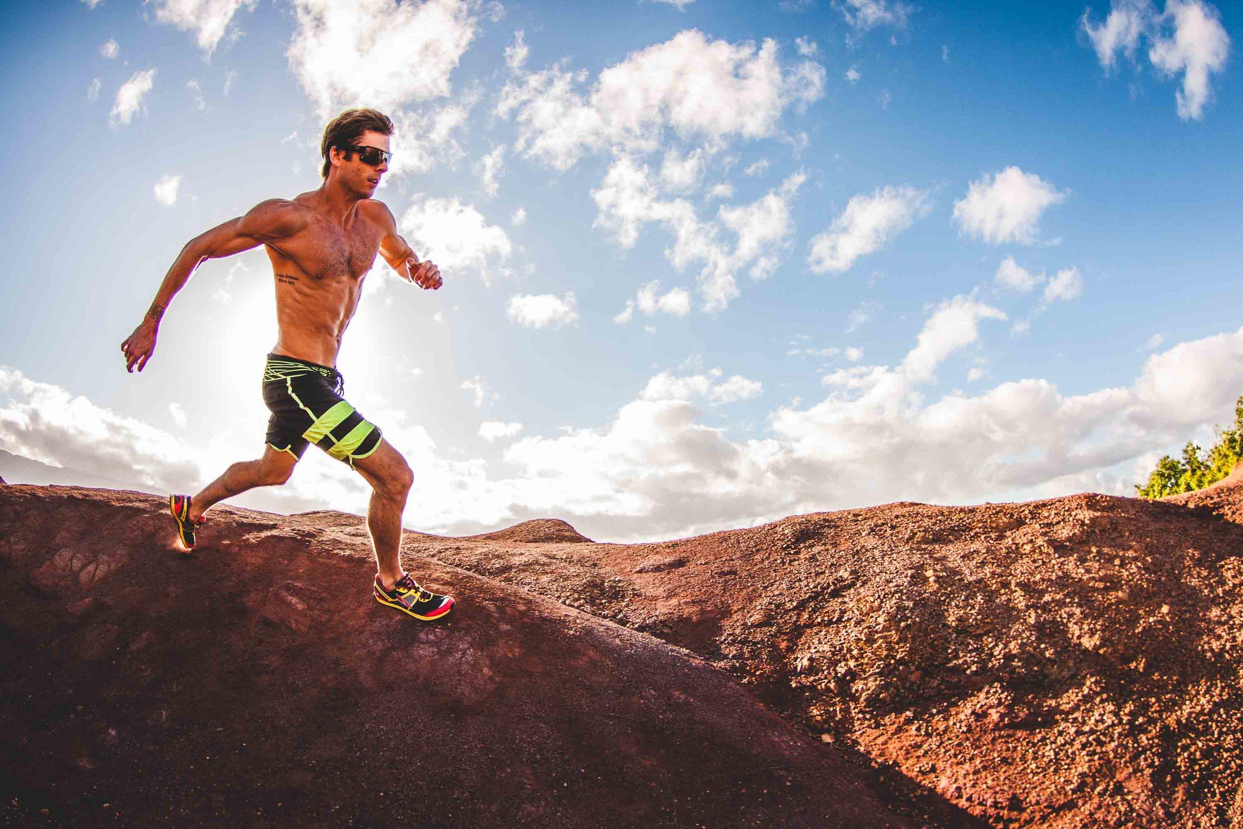 bryce-johnson-Moving Man-running-trails-hawaii-glee-actor-jake pembrook-5.jpg