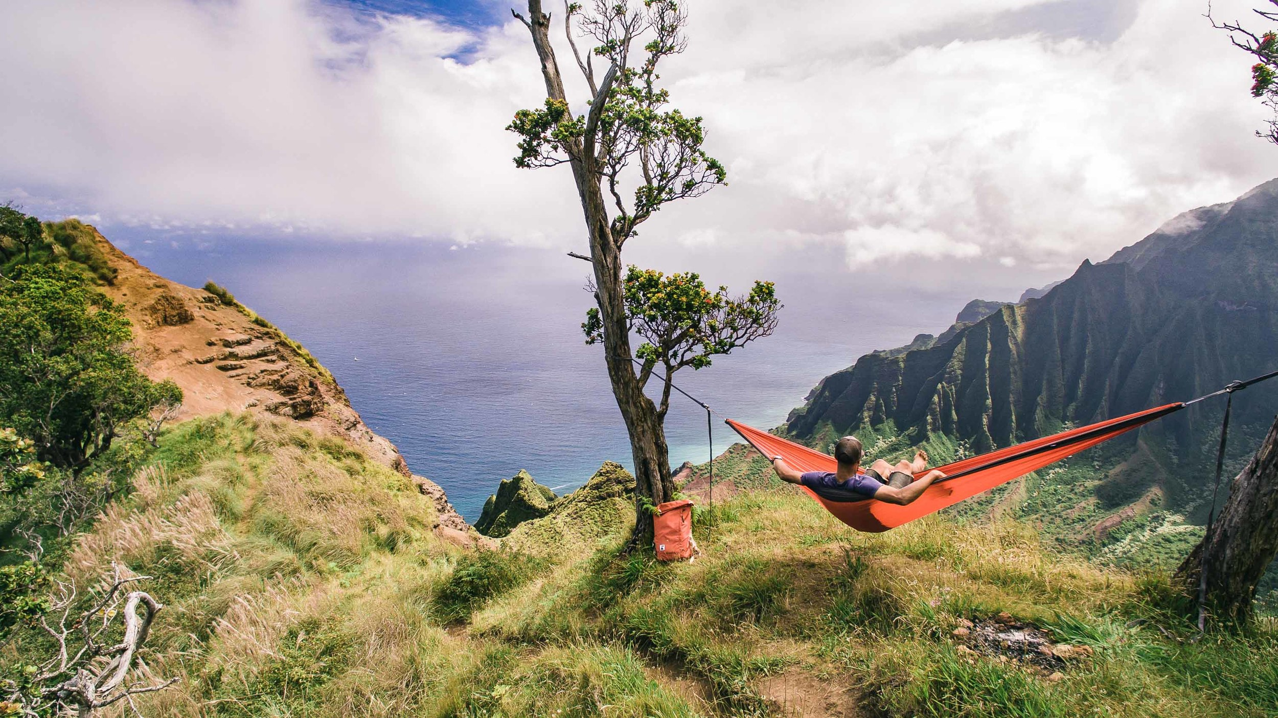 bryce-johnson-kalalau-ridge-kauai-hiking-hammock-palmwood-aloha-exchange-22.jpg