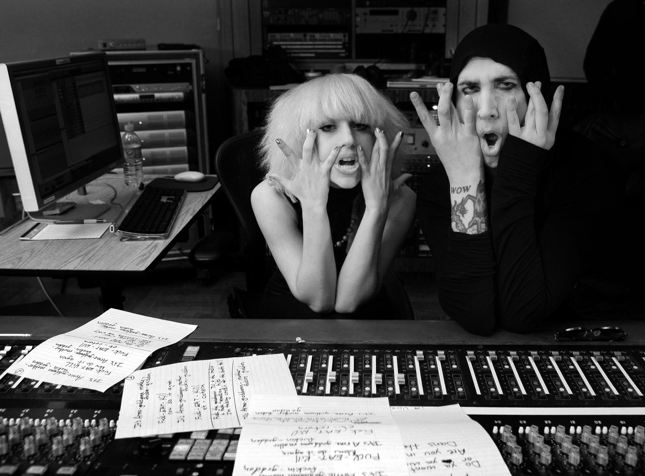 Gaga and Manson_111.jpg