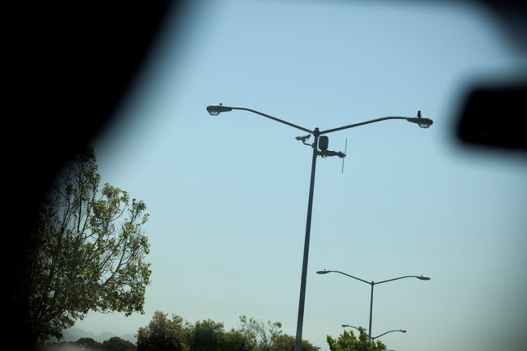 Spotting the Shottspotter: photograph of Shotspotter microphone installed on the top of a street lamp. Courtesy of the artist.